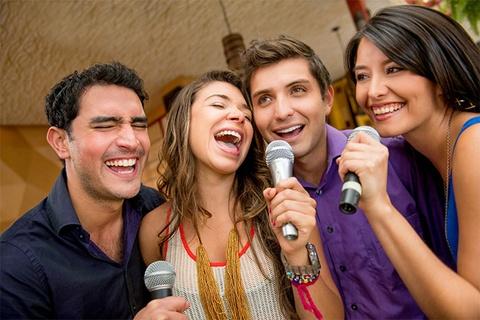 Moi nguy hiem tiem an it nguoi biet khi di hat karaoke hinh anh