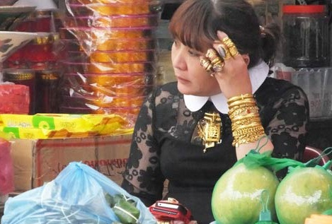 Nguoi phu nu deo vang khap nguoi o Thanh Hoa len tieng hinh anh