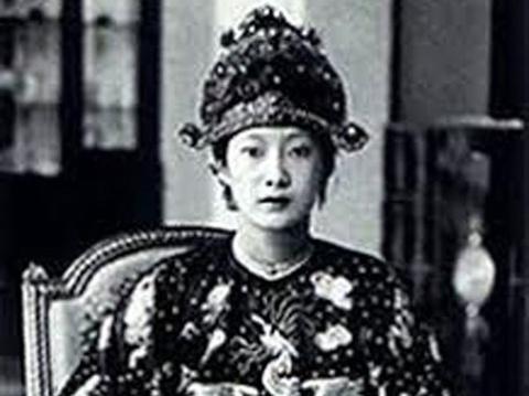 Vua Bao Dai cuoi vo va chuyen 'pha le' tan phong hoang hau hinh anh