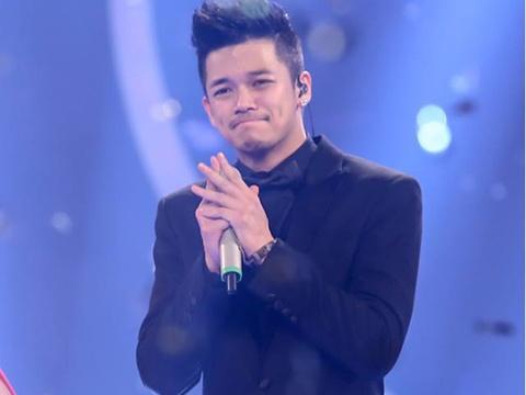 Trong Hieu roi nuoc mat khi dang quang o Vietnam Idol hinh anh