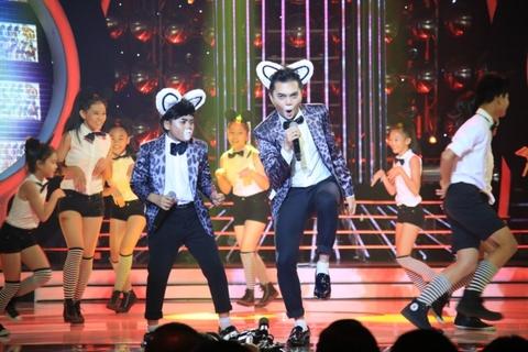Con nuoi Hoai Linh lai am 100 trieu dong khi gia Big Bang hinh anh 9 Minh Khang - Nam Cường đóng giả thành Noo Phước Thịnh trong bài hát Đám cưới chuột.