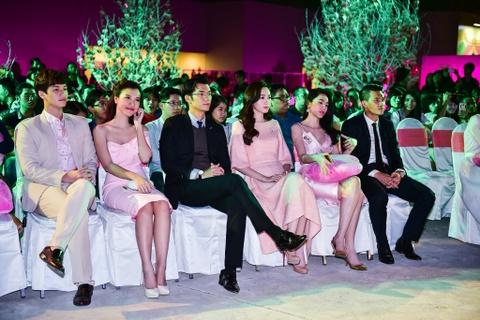 Cong Vinh tinh cam cham soc cho Thuy Tien hinh anh 9