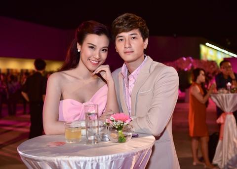 Cong Vinh tinh cam cham soc cho Thuy Tien hinh anh 7