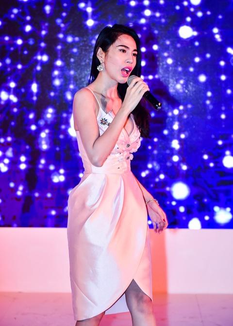 Cong Vinh tinh cam cham soc cho Thuy Tien hinh anh 10