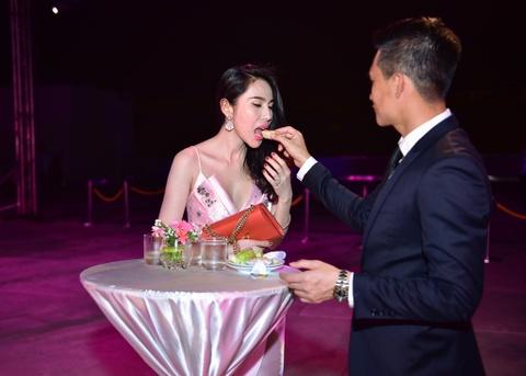 Cong Vinh tinh cam cham soc cho Thuy Tien hinh anh 2