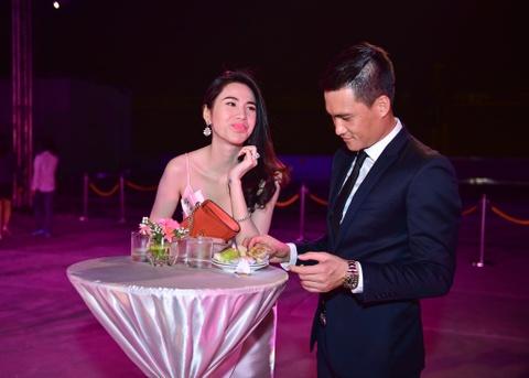 Cong Vinh tinh cam cham soc cho Thuy Tien hinh anh 3