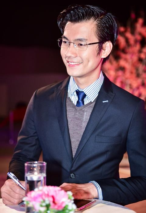 Cong Vinh tinh cam cham soc cho Thuy Tien hinh anh 6