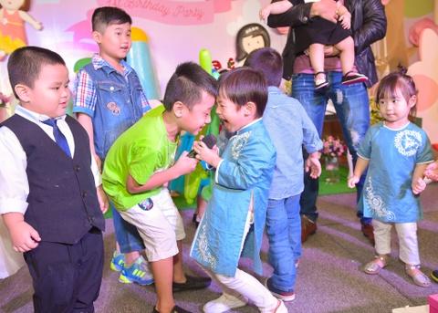 Ly Hai - Minh Ha lam tiec thoi noi cho con gai ut hinh anh 6