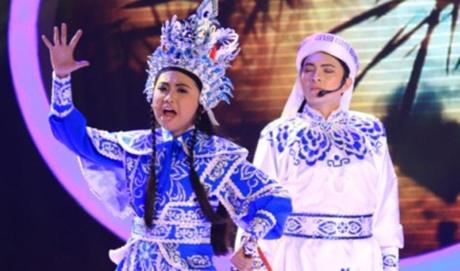 Phuong My Chi danh bai con nuoi Hoai Linh de am 700 trieu? hinh anh