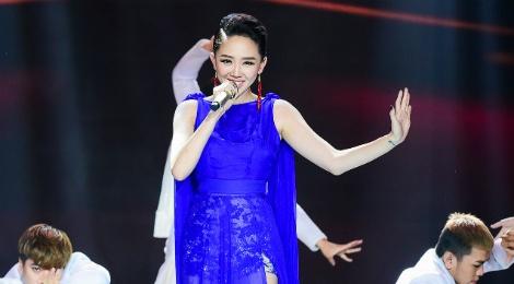 Toc Tien khong sexy van 'dot chay' Bai hat Viet hinh anh