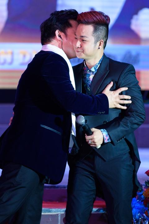 Quach Tuan Du doi dau Quang Le trong live show bolero hinh anh 4