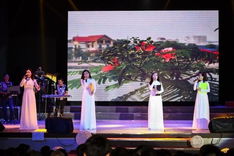 Quach Tuan Du doi dau Quang Le trong live show bolero hinh anh 15