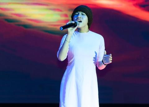 Quach Tuan Du doi dau Quang Le trong live show bolero hinh anh 13