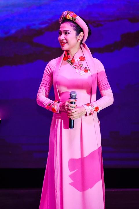Quach Tuan Du doi dau Quang Le trong live show bolero hinh anh 10