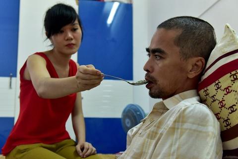Vo chong dien vien Nguyen Hoang mo quan ca phe muu sinh hinh anh 11