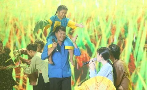 Van Quang Long - Uyen Trang hat ve mien Tay ngap man hinh anh