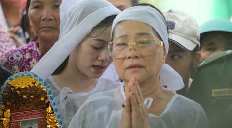 Que Tran khoc nuc no trong le an tang NSND Thanh Tong hinh anh