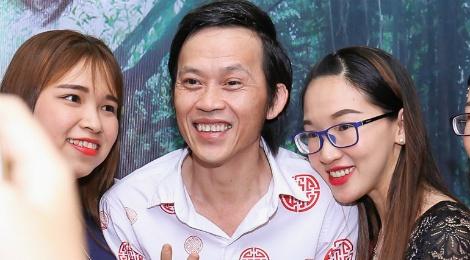 Fan vay quanh Hoai Linh tren tham do ra mat phim hinh anh