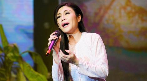 Uyen Trang loi nguoc dong thanh cong nho hit cua Phi Nhung hinh anh