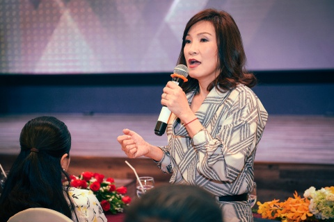 Hong Dao: 'Toi khong gianh giat chuong trinh voi Viet Huong' hinh anh 2