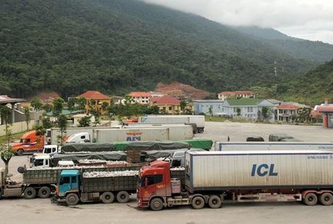 4 container xe Toyota Highlander vo chu o cang Hai Phong hinh anh