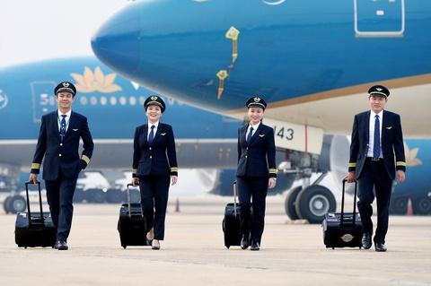 Bo GTVT noi ve vu hang loat phi cong Vietnam Airlines xin nghi viec hinh anh