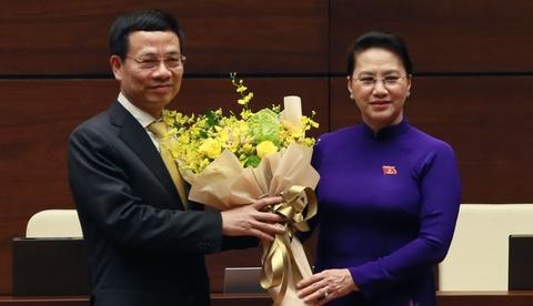 Ong Nguyen Manh Hung lam Bo truong Thong tin va Truyen thong hinh anh