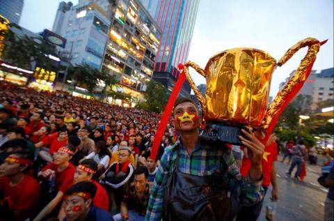 Tuyển Việt Nam vô địch AFF Cup, kinh tế tận dụng được gì?