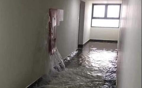 Chung cư An Bình City ngập nước vì vỡ đường ống cứu hỏa