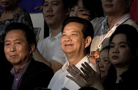 Nguyen Thu tuong Nguyen Tan Dung di xem bong ro, co vu cho Saigon Heat hinh anh