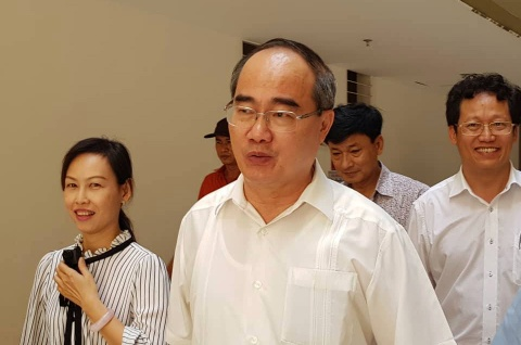 Ba con Thu Thiem bo viec di gap Bi thu Nguyen Thien Nhan hinh anh