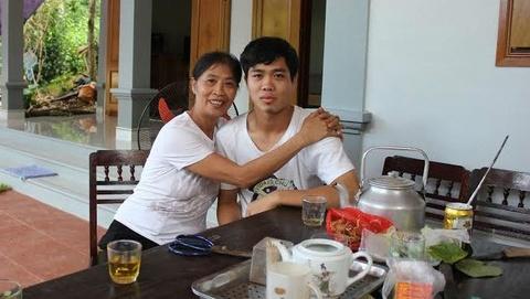 Me Cong Phuong chi mong con an khoe hinh anh