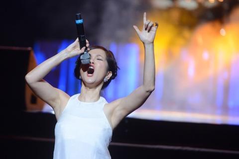 'Bo tu' diva: Nhung goi Lam la chi ca, Linh khen Ha hat hay hinh anh 2