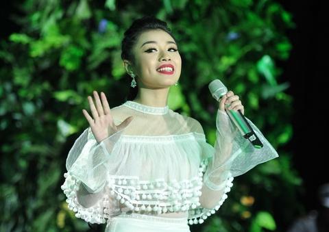 Sao mai Thu Hang ket hop voi e-kip Ha Ho, Dam Vinh Hung hinh anh