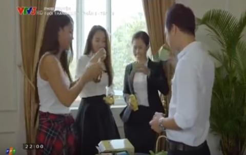 Quang cao banh lo lieu trong 'Tuoi thanh xuan 2' hinh anh
