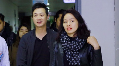 MC Anh Tuan va vo Tran Lap tang 220 trieu dong cho benh nhan ung thu hinh anh