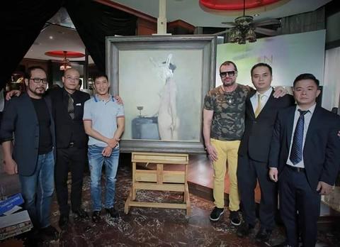Con trai nha van Nguyen Huy Thiep dau gia buc tranh ve co gai A Dong hinh anh