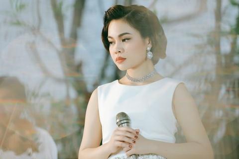 Giang Hong Ngoc lam MV ca khuc hit cua 'giong ca vang muoi' Le Thu hinh anh