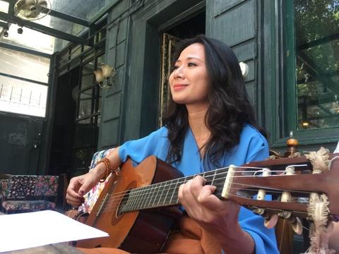 Giang Trang hat live 'Co mot dong song da qua doi' hinh anh