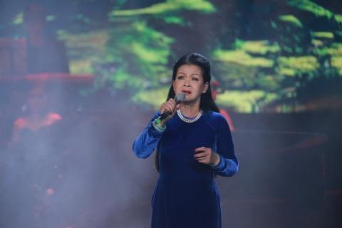 'Nang tho moi' cua Phu Quang thieu tinh te va qua nuc no tren san khau hinh anh 1