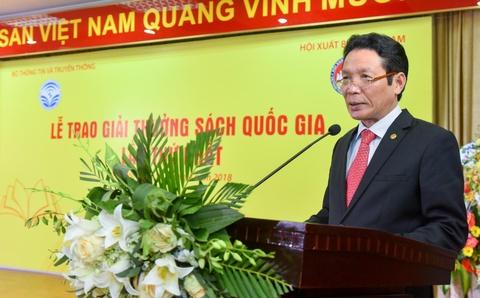 Thu truong Hoang Vinh Bao doc bao cao ve Giai Sach Quoc gia hinh anh