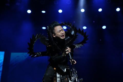 Tung Duong khoc, Bang Kieu run khi hat nhac cua 'tu quai song Hong' hinh anh 9