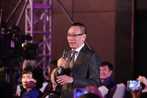MC Lai Van Sam toat mo hoi tren song vi bi che anh thanh Son Tung M-TP hinh anh 1