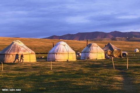 Cuoc song tren thao nguyen Tay A qua ong kinh phuot thu Viet hinh anh 12 Nếu có cơ hội, bạn hãy thử trải nghiệm cuộc sống du mục yên bình của người Kyrgyz nhé…