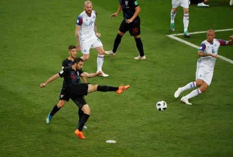 Ivan Perisic len tieng, Croatia thang kich tinh Iceland hinh anh 2