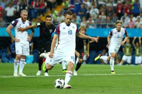 Ivan Perisic len tieng, Croatia thang kich tinh Iceland hinh anh 3