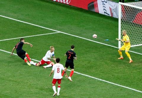 Modric da hong phat den, Croatia thang nghet tho sau loat luan luu hinh anh 1