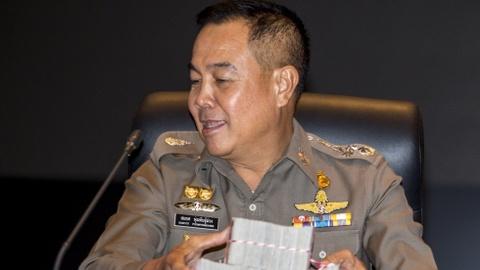 Cuu lanh dao canh sat Thai vay 9,5 trieu USD tu chu 'lau xanh' hinh anh