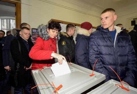 Nuoc Nga 11 mui gio buoc vao ngay bau cu, TT Putin tren da thang lon hinh anh 3