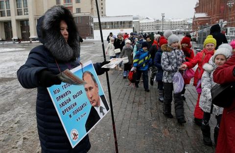 Nuoc Nga 11 mui gio buoc vao ngay bau cu, TT Putin tren da thang lon hinh anh 6